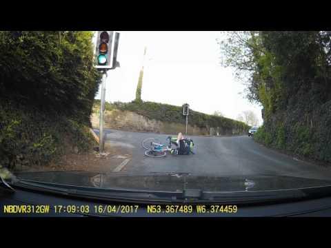 cyclist falls off his bike