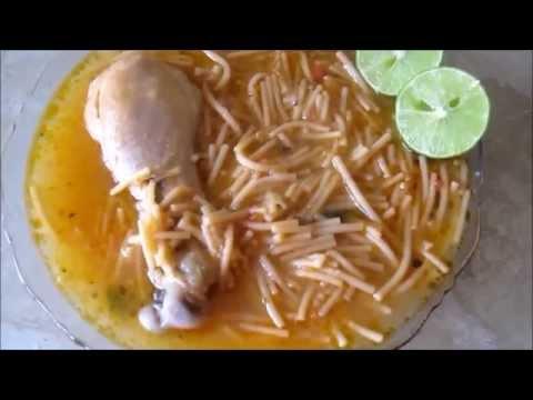 Sopa de fideo con pollo