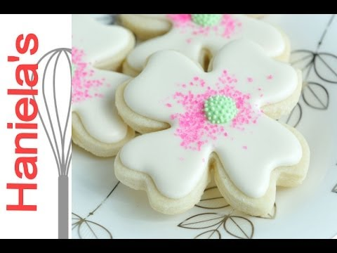 Dogwood Flower Cookies Tutorial, Decorating with Royal Icing and Sanding Sugar