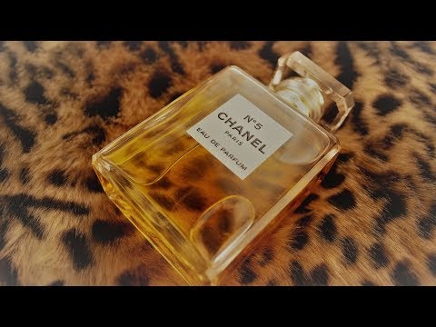 REVIEWING MARILYN MONROE'S FAVORITE: CHANEL NO. 5 PERFUME