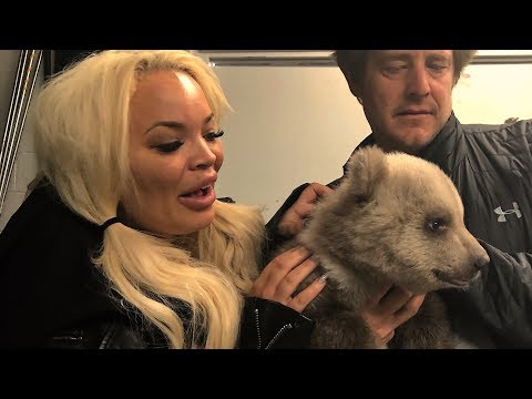 SURPRISING MY GIRLFRIEND WITH BABY GRIZZLY BEARS!!!
