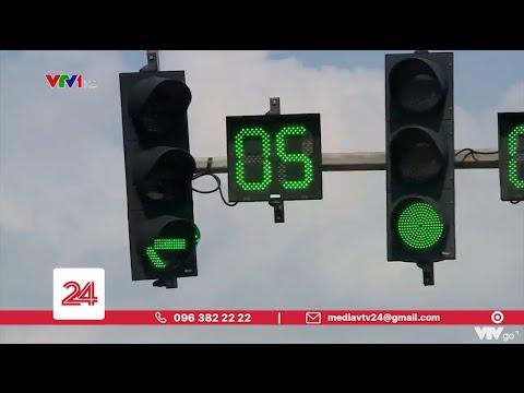 Cho phép lái xe vượt đèn vàng nếu việc dừng lại có thể gây nguy hiểm? | VTV24