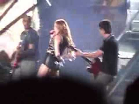 Miley Cyrus (Lima-Peru 01.05.2011 en DVD) Kicking and Screaming