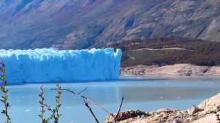 Amazing glacier breaking off