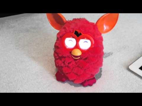 Furby zaspáva (Furby sleeping)