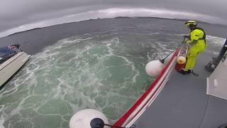 Redningsskøyta Kristian Gerhard Jebsen II berger synkende båt utenfor Bergen juli 2019