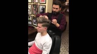 Salon Kadir Kuaför 2016 Erkek Saç Kesim modası skin fade pompadour Purple Wax ile saç nasıl taranır.Bu ürün salonumuzda satışı olmaktadır.Evinizde saçlarınızı kendi kendinize de rahatlıkla bu ürünle tarayabilirsiniz.  Videoda kullanılan wax,sprey,fön makinesi vs  https://www.instagram.com/kadiralkanstore/ den elde edebilirsiniz. Whatsapp 0532 297 66 36   2016 erkek saç modeli 2016 men