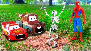 Disney Pixar Cars Lightning McQueen & Mater Scared of Skeleton Attacked Saved by Spiderman Toy Movie
