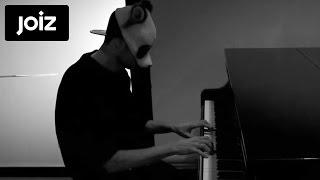 Cro zeigt sein Talent am Piano (8/8)