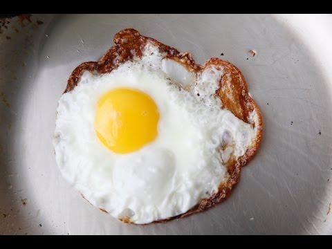 How to Fry A Crispy Egg - Easy Breakfast Recipes - Weelicious