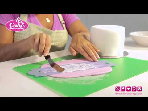 Stencilling with Royal icing