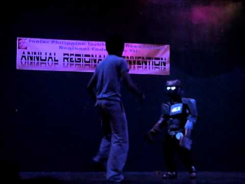Atom-chibi (Real Steel) cosplay skit