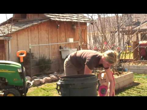 How to Build a Compost Bin From Garbage Cans