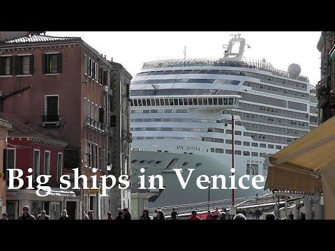 Big ships in Venice [HD]