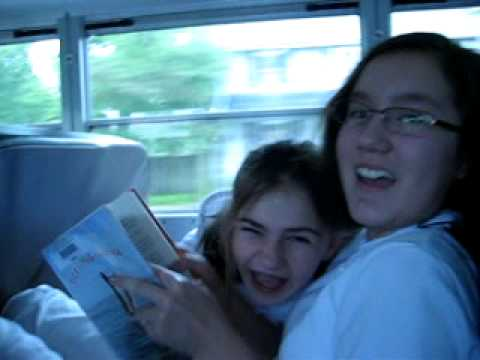 Sofie and Britt on the bus to Hershey Park