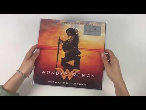 The unpacking of Wonder woman Original Score on vinyl