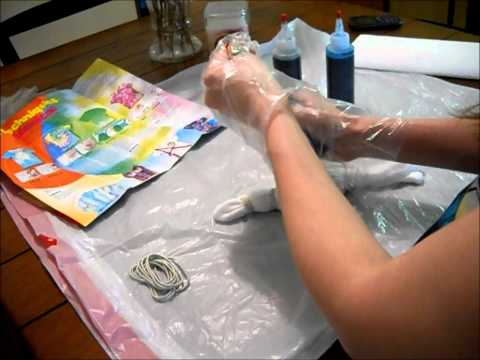 HOW TO: Tie-Dye a baby onesie (Chrissie)