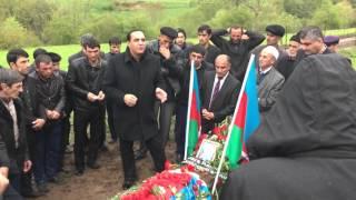 Manaf Agayev Sehid Penceli Teymurovun mezari uste