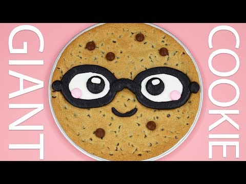 HOW TO MAKE A GIANT COOKIE CAKE - NERDY NUMMIES