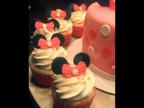 Minnie Mouse Cake & Cupcakes