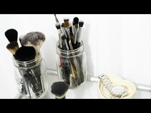 How I clean My Makeup Brushes Using Coconut Oil.