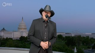 "Trace Adkins Performs ""Still a Soldier"" on the 2020 National Memorial Day Concert"