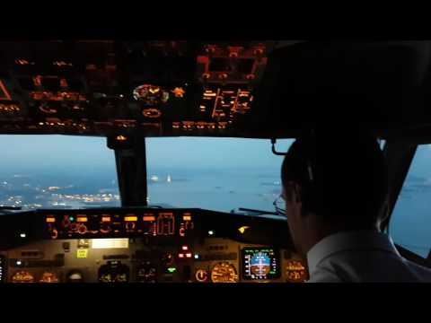 B737 Landing at 04R Venice, Italy