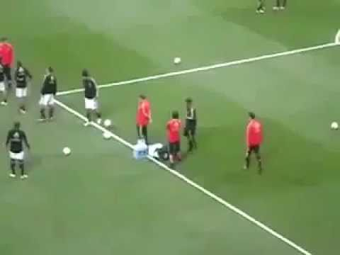 Ronaldinho Humiliates His Teammate During Warming Up