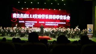 De Koninklijke Harmoniekapel Delft o.l.v. Steven Walker speelt US Weaves in Chengde,China. 3 mei 2012