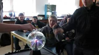 Download Honors student shocked by plasma ball Video