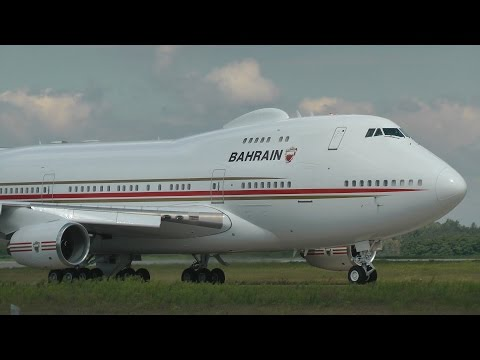 Bahrain Royal Flight Boeing 747SP Landing in Total Darkness & Takeoff in Strong Wind