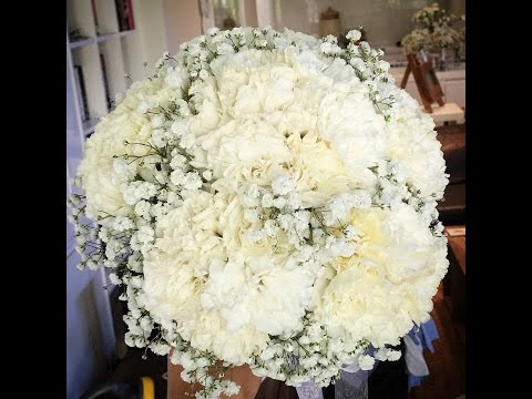 Elisma Rose. How to make a wedding bouquet with clustered sim carnations and babies breath