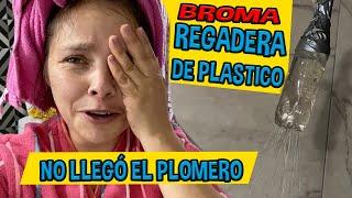 BROMA REGADERA DE PLÁSTICO / NO LLEGÓ EL PLOMERO / LOS DESTRAMPADOS