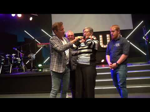 Whiplash neck injury pain miraculously leaves after healing prayer - John Mellor Miracles
