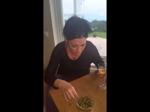 How to eat Olives