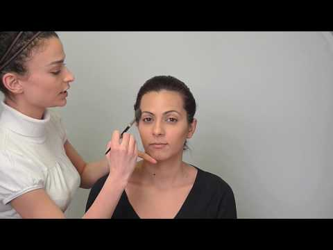 Highlight and Contour for an Oval Face Shape