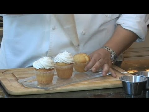 Recipe for 12 Yellow Cake Mix Cupcakes With Cream Cheese Icing : Desserts & Salads