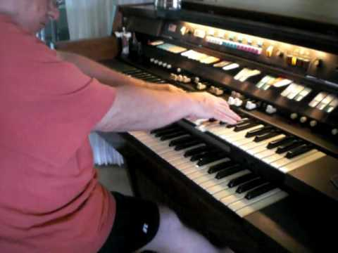 Mike Reed just messin' around on his Hammond Organ