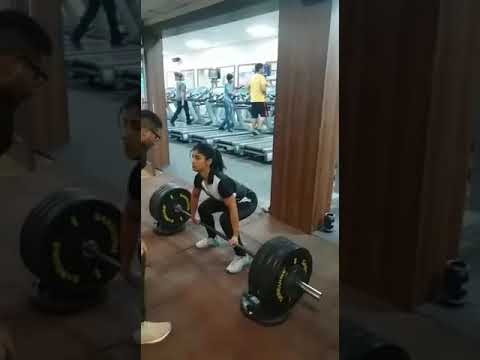 Rookie 50 kg girl lifting twice her weight