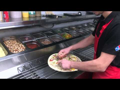 Domino's Pizza Kortrijk: The making of a large BBQ Chicken Pizza