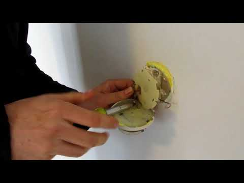 How to Install a Programmable Thermostat for an Oil Furnace