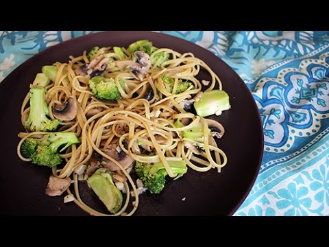 Vegan! Garlic-Butter Pasta with Mushrooms and Broccoli (Recipe)