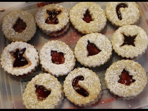 Kevin Makes Linzer Cookies