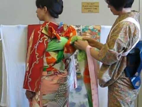 Japanese Kimono - how to put on a bird-style obi .AVI