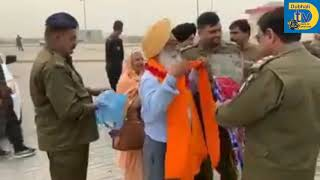 Pakistan Police welcomes of Sikhs from Canada to Kartarpur Sahib by bus.