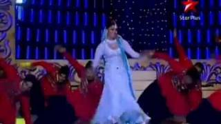 HQ: Aishwarya Rai LIVE Performance @ Screen Awards 2011