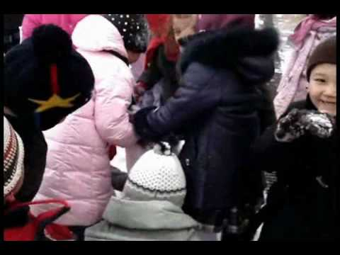 Co-operation & Teamwork - KS1 children work together to make a snowman