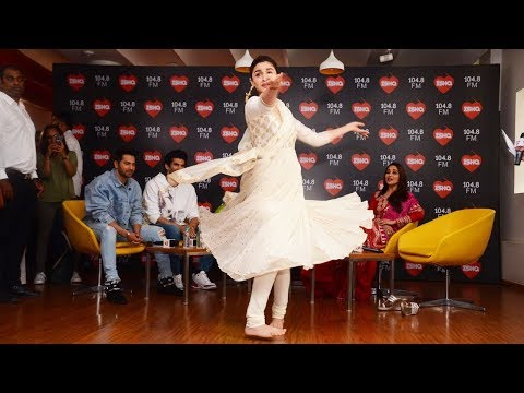 Xxx Mp4 Alia Bhatt 39 S Royal Dance In Front Of Madhuri Dixit Will Blow Your Mind 3gp Sex