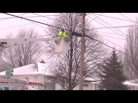 Cox Cable Techs brave bitter cold temperatures