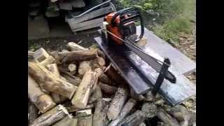 Як зробити пристосування до бензопили для порізки дров без помічника